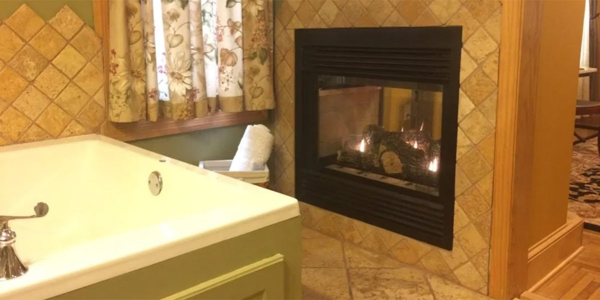 Amber Room fireplace and tub